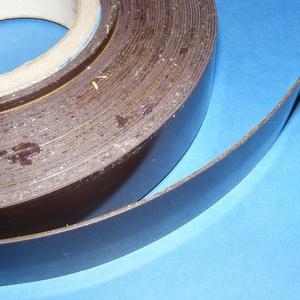 Öntapadó mágnesszalag (0,9 mm/1 m) - 30 mm, Vegyes alapanyag,    Öntapadó mágnesszalag  Szélesség: 30 mmVastagság: 0,9 mm   Az ár 1 méter mágnesre vonatkozik. ..., Meska