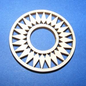 Fa fülbevaló alap (24. minta/1 db), Gyöngy, ékszerkellék,  Fa fülbevaló alap (24. minta) - díszes karika  Mérete: Ø 4,5 cmAnyaga: rétegelt lemezAnyagvastagság..., Meska