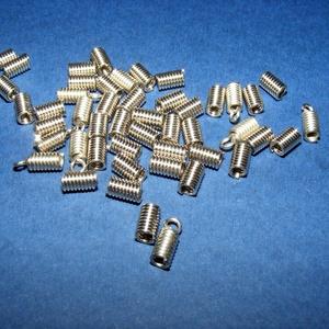 Bőrvég (15. minta/1 db) - 9x5 mm, Gyöngy, ékszerkellék, Ékszerkészítés, \nBőrvég (15. minta) - nikkel színben\n\nMérete: 9x5 mm Belső átmérő: 3 mm\n\nAz ár 1 darab termékre vona..., Meska