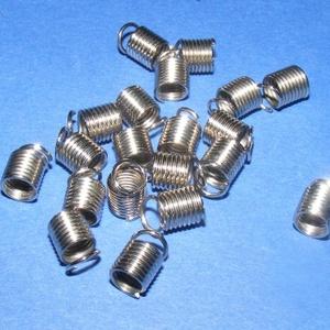 Bőrvég (16. minta/1 db) - 7x6 mm, Gyöngy, ékszerkellék, Ékszerkészítés, \nBőrvég (16. minta) - nikkel színben\n\nMérete: 7x6 mm Belső átmérő: 4 mm\n\nAz ár egy darab termékre vo..., Meska