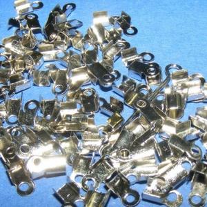 Bőrvég (2. minta/10 db) - 7x3 mm, Gyöngy, ékszerkellék, Ékszerkészítés,  Bőrvég (2. minta) - ezüst színben  Mérete: 7x3 mm Befogó rész: 3x3x2 mm A furat mérete: 1,8 mm  A..., Alkotók boltja