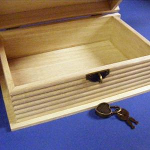 Könyv alakú fadoboz szív alakú lakattal (19,4x12,4x6,8 cm/1 db) - fa - Meska.hu
