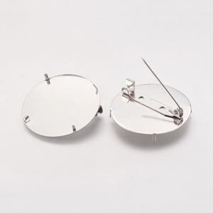 Kitűző alap (410/C. minta/1 db) - jelvény, Gyöngy, ékszerkellék,  Bross/jelvény alap (410/C. minta) - kerek - nikkel színben  4db rögzítő tüskével.  Mérete: 35 mm  A..., Meska