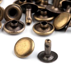 Fém szegecs 10mm (10/AB. minta/10 db), Csat, karika, zár, Mindenmás, \nFém szegecs 10mm (10/AB. minta) - bronz színben\n\nEgy szegecs 2 részből \r\náll.Alsó rész magassága: 9..., Meska