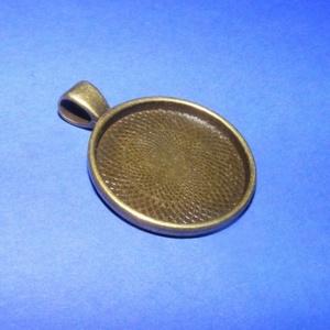 Medál alap (137. minta/1 db), Gyöngy, ékszerkellék, Ékszerkészítés, \nMedál alap (137. minta) - kerek - antik bronz színben\n\nMérete: 36 (akasztóval)x28x3 mmA belső méret..., Meska