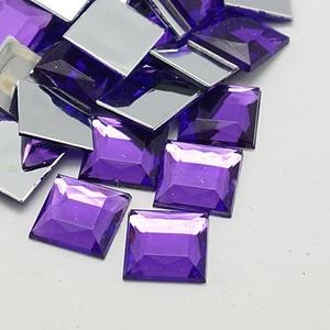 Akrilmozaik-8 (50 db/csomag) - lila, Vegyes alapanyag,  Akrilmozaik-8 - lila      Mérete: 10x10x3 mm  A lapocska alsó része ezüst színű védőbevonattal ..., Meska