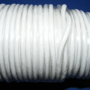 Hasított bőrszíj - 5 mm (3. minta/25 m) - fehér, Egyéb alapanyag, Vegyes alapanyag, Bőrművesség, Hasított bőrszíj (3. minta) - tekercses - fehérMérete: 5 mm átmérőjűValódi hasított marhabőrből kész..., Meska