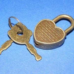 Lakat pánt szív alakú lakattal (1 készlet) (csimbo) - Meska.hu