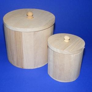 Kedvezményes ár Fa hengeres tároló szett (2 részes) , Fa,  Fa hengeres tároló szett - 2 részes    Mérete: 12x11 cm és 7,5x8 cmAnyaga: natúr fa, nem pácolt, ..., Meska
