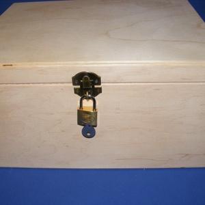 Fadoboz szögletes réz lakattal (28x23x13,5 cm/1 db) - magyar termék, Fa,  Fadoboz - magyar termék  Réz lakattal(32x20mm)  Egyterű,rekesz nélkül.  Mérete: 28x23x13,5 cmBelmér..., Meska