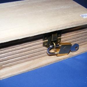 Könyv alakú fadoboz szögletes réz lakattal (19,7x12,8x7 cm/1 db)  - Meska.hu