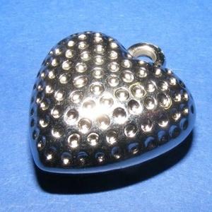 Felületkezelt műanyag medál-7 (pöttyös szív/1 db) (csimbo) - Meska.hu