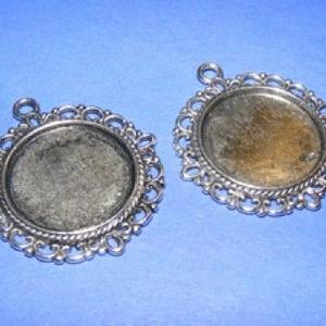 Medál alap (110/A minta/1 db), Gyöngy, ékszerkellék, Ékszerkészítés, \nMedál alap (110/A minta) - kerek - antik ezüst színben\n\nMérete: 35x32 mm A belső mérete: 20 mm\n\nA m..., Meska
