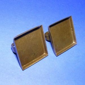 Gyűrű alap (1. minta/1 db), Gyöngy, ékszerkellék,  Gyűrű alap (1. minta) - ragasztható - szögletes - antik bronz színben  A tárcsa mérete: 25x25 mm; a..., Meska