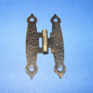 Zsanér (20. minta/1 db) - 65x20 mm, Csat, karika, zár, Mindenmás, \n\nZsanér (20. minta) - antik bronz színben\n\nA zsanér mérete (nyitottan): 65x20 mmA furat mérete: 4 m..., Meska