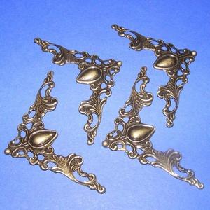 Fémsarok (18. minta/1 db) - 41x41 mm, Csat, karika, zár, Mindenmás, \nFémsarok (18. minta) - antik bronz színben - díszes\n\r\n\r\n\nA terméket számtalan dekorációs lehetőségr..., Meska