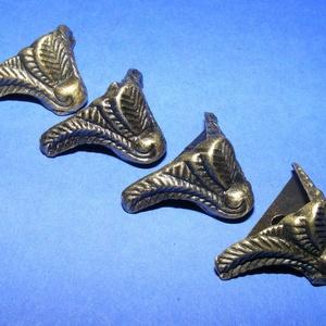 Doboz láb (4. minta/4 db) - 15x20 mm, Csat, karika, zár, Mindenmás, \nDoboz láb (4. minta) - antik bronz\n\nMérete: 20x15 mm\r\n\nAz ár 4 darab termékre vonatkozik., Meska