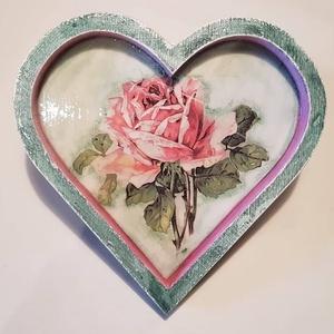 Szív alakú tálca, Otthon & lakás, Ékszer, Ékszertartó, Szív alakú fa tálca 15x10 méretben ékszertartónak ajánlom. :)  Pácoltam, festettem és a képet dekupá..., Meska