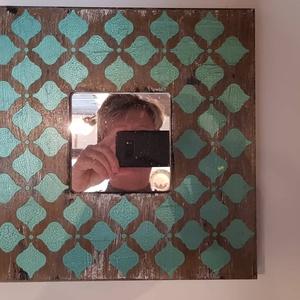 Fali tükör, Otthon & lakás, Lakberendezés, Képkeret, tükör, 25x25 cm tükör keleti stílusú mintával. Alapozás után koptatással díszítettem, majd a mintákat türki..., Meska