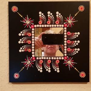 Fali tükör pontozó technikával, Otthon & lakás, Lakberendezés, Képkeret, tükör, 25x25 cm tükör pontozó technikával díszítve. Egymáshoz harmonizáló színeket használtam, mandalára em..., Meska