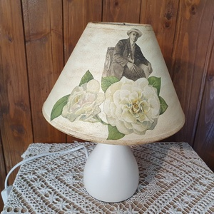 Asztali lámpa, Otthon & Lakás, Lámpa, Asztali lámpa, Decoupage, transzfer és szalvétatechnika, Asztali lámpa romantikus mintával. A lámpatest fehér kerámia, a búra textília, melyet elefántcsontsz..., Meska