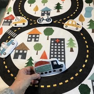 Autópályás játszószőnyeg, Játék & Gyerek, 3 éves kor alattiaknak, Játszószőnyeg, Varrás, Textilből készült, pihe-puha játszószőnyeg 1,5 cm vastag antiallergén poliészterrel töltve, autópály..., Meska