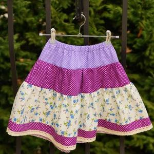 Lila lányka szoknya 104-110-es, Táska, Divat & Szépség, Ruha, divat, Gyerekruha, Gyerek (1-10 év), Varrás, 104-110 cm magasságú lánykára való patchwork jellegű pörgős szoknya.\nKészleten van, azonnal vihető.\n..., Meska