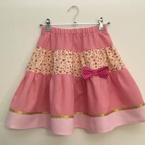 Rózsaszín szoknya 104-110, Ruha & Divat, Babaruha & Gyerekruha, Szoknya, A termék elkészítési ideje 10-12 nap.  104-110 cm magasságú 4-5 éves lánykára való patchwork jellegű..., Meska