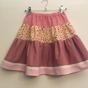 Rózsaszín szoknya 104-110, Ruha & Divat, Babaruha & Gyerekruha, Szoknya, 104-110 cm magasságú 4-5 éves lánykára való patchwork jellegű pörgős szoknya. A szoknya hossza 43 cm..., Meska