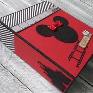 RENDELHETŐ hasonló - Disney - Minnie vagy Micky egér - Scrapbook fotó/emlékalbum, Otthon & Lakás, Papír írószer, Album & Fotóalbum, Papírművészet, Ez a fényképalbum Disney kedvelőinek lehet egy jó ajándék vagy bárkinek, aki imádja a Mickey és Minn..., Meska