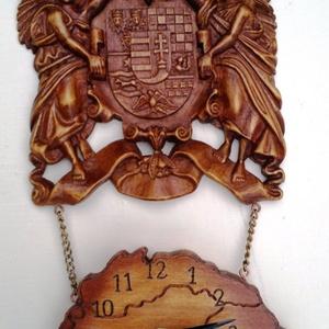 Faragott címeres óra, Művészet, Szobor, Fa, Famegmunkálás, Szobrászat, Kézműves faragással készült angyalos címer és Nagy Magyarország térkép beépített elemes órával.\n\nMér..., Meska