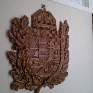 Faragott festett Nagymagyarország címer, Művészet, Szobor, Fa, Famegmunkálás, Szobrászat, Kézzel faragott címer,méretei 30x25 cm.Hársfából készült aprólékos munkával,a hátán fűrészfogas fém ..., Meska