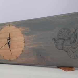Asztali óra (tölgyfa), Otthon & Lakás, Dekoráció, Falióra & óra, Festett tárgyak, Decoupage, transzfer és szalvétatechnika, Tölgyfa asztali óra (rusztikus)\n\nRusztikus stílus, mintás\nAnyaga: tölgyfa\nMérete: 50 cm*20 cm\nFelüle..., Meska