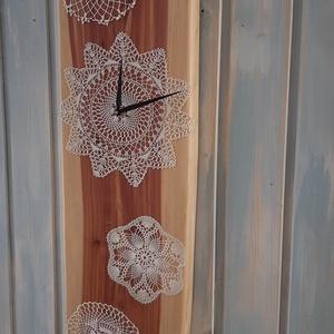 Falióra, Otthon & Lakás, Dekoráció, Falióra & óra, Famegmunkálás, Gyönyörű tujafenyőből készült fa óra, csipke díszítéssel. \nMérete 69 cm *20 cm , Meska