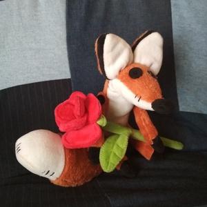 Kis herceg rókája rózsával, Róka, Plüssállat & Játékfigura, Játék & Gyerek, Baba-és bábkészítés, Varrás, Plüssből készült, pihe-puha róka, az animációs film ihlette, egyedi szabásminta alapján. Teste 25 ce..., Meska