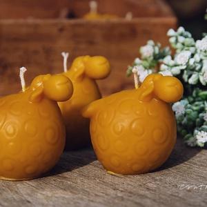 Húsvéti bárányok gyertya, Otthon & Lakás, Dekoráció, Gyertya & Gyertyatartó, A méz illatát, a méhek szorgalmát , a nyári nap ☀️ melegét... és szívből jövő szeretetet ❤️ rejti ma..., Meska