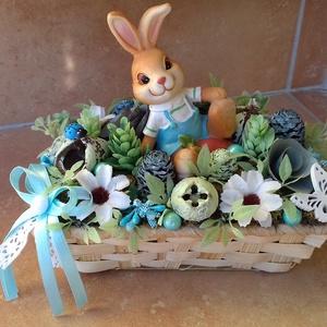 Húsvéti nyuszis asztaldísz kosárban, Otthon & lakás, Dekoráció, Lakberendezés, Asztaldísz, Virágkötés, A száraz tűzőhabbal kibélelt kosár közepére rögzítettem a nyuszit, majd többféle terméssel, virággal..., Meska