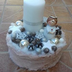 Gyertyás, angyalkás karácsonyi asztaldísz, Karácsony & Mikulás, Karácsonyi dekoráció, Virágkötés, A papírdobozt kibéleltem tűzőhabbal, a közepére ültettem a rókát és a fenyőt, majd rögzítettem a göm..., Meska