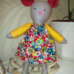 Egér baba, öltöztethető, Gyerek & játék, Játék, Játékfigura, Baba, babaház, Plüssállat, rongyjáték, Baba-és bábkészítés, Varrás, Öltöztethető 32 cm magas egérbaba. Vászonból készült, teste szilikonos vatelinnel töltött. Egy virág..., Meska