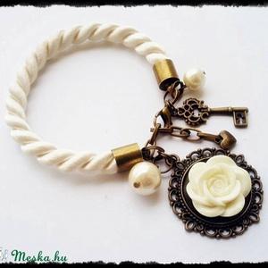 Fehér rózsa, Karkötő medállal, Karkötő, Ékszer, Gyurma, Ékszerkészítés, Fehér zsinóros karkötő, amelyet antik rózsa, és antik medálok díszítenek. \nA karkötőn lánchosszabbít..., Meska