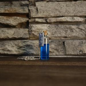 """Drink me/ Igyál meg nyaklánc (kék, Ékszer, Nyaklánc, Medál, Ékszerkészítés, Gyurma, Alice csodaországban ihlette ezt a nyakláncot.\n\""""A képesség, hogy azt lássa az ember, amit a többiek ..., Meska"""