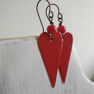 Red hearts - zománcozott réz fülbevaló, Lógós fülbevaló, Fülbevaló, Ékszer, Ékszerkészítés, Tűzzománc, Hosszúkás szivecskéket vágtunk nagy gonddal, szépen megcsiszoltuk, majd pirosra zománcoztuk őket. Ho..., Meska