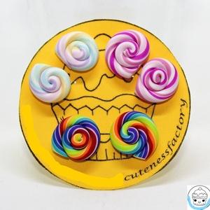 Nyalóka pontfüli trió / lollipop cukor édesség bedugós fülbevaló, Ékszer, Fülbevaló, Gyurma, Ékszerkészítés, Apró kis nyalókákat készítettem el süthető gyurmából különböző színekben. \n\nAz ár egy 3 darabos szet..., Meska