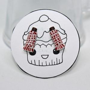 Túró rudi pontfüli /csoki édesség magyar fülbevaló egyedi pöttyös, Ékszer, Fülbevaló, Gyurma, Süthető gyurmából készítettem ezeket az apró pontfüli Túró rudikat. \n\nA fülik mérete kb 1 cm, ezüst ..., Meska