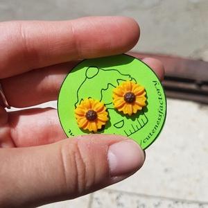 Napraforgó pontfülbevaló/ virág tavasz nyár napsütés, Ékszer, Fülbevaló, Gyurma, Ékszerkészítés, Nagymamám kedvenc virága a napraforgó. Az ő tiszteletére készült ez a fülbevaló.\n\n\nEzüst színű akasz..., Meska