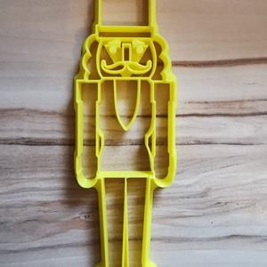 Diótörő sütikiszúró, keksz, linzer, szaggató, mézeskalács karácsony kiszúró, 3d nyomtatás forma kiszúró, Otthon & Lakás, Konyhafelszerelés, Sütikiszúró, Mézeskalácssütés, Diótörő 3d mézeskalács, süti kiszúró. \nMérete : 15 cm\nEzzel a kiszúróval csodálatos mézeskalács kará..., Meska