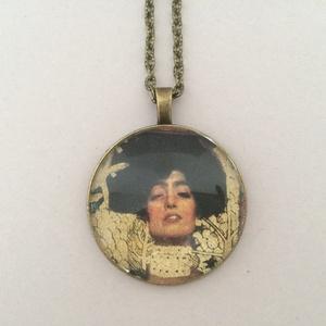 Klimt üveglencsés nyaklánc - Judith és Holofernes (cvzs) - Meska.hu