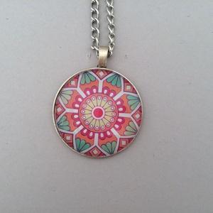 Inka mandala No.5 nyaklánc, Ékszer, Nyaklánc, Ékszerkészítés, Az üveglencsés nyaklánc medálja ezüst színű keretbe foglalt, amelyben inka mandalás díszítés látható..., Meska