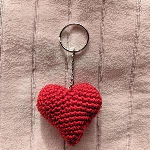 Horgolt szív kulcstartó, Otthon & Lakás, Tárolás & Rendszerezés, Horgolás, Ez az aranyos szív alakú kulcstartó tökéletes valentin napra, évfordulóra, születésnapra, vagy csak ..., Meska
