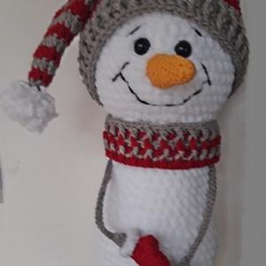 Hóember kalappal, Gyerek & játék, Játék, Játékfigura, Plüssállat, rongyjáték, Horgolás, Plüss fonalból horgolt hóember, 28-30 cm.\nSapka, sál, kesztyű pamut-akril fonal.\n\n\nSzemélyes átvétel..., Meska